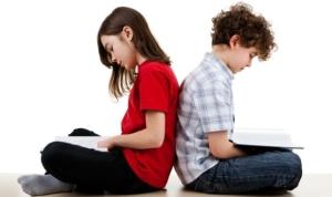 bambini che leggono